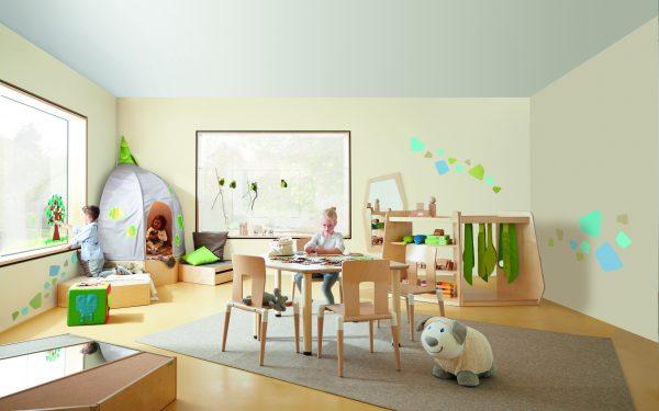 Schoolstoelen en tafels